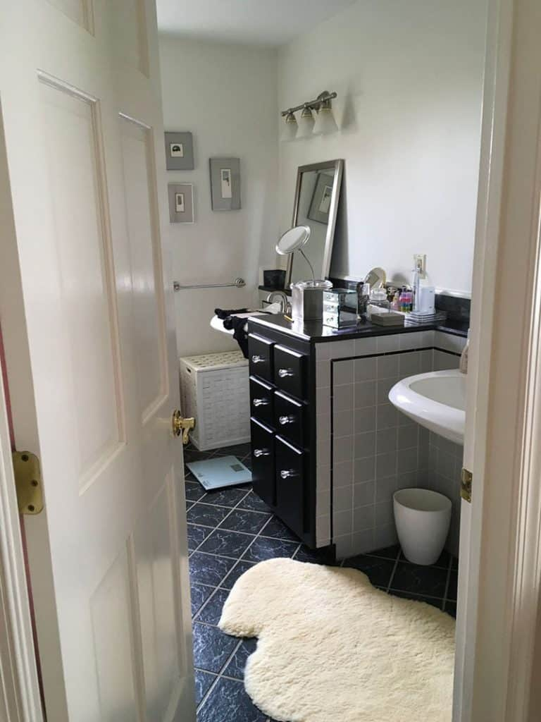 Master bathroom before renovation